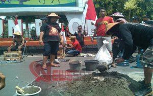 Tolak Pabrik Semen di Rembang, Puluhaan Aktivis Di Blora Gelar Aksi Demo