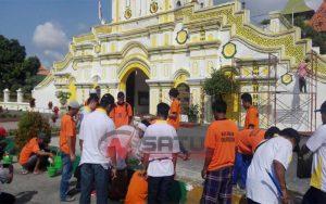 Bhakti Kemasyarakatan Belasan Napi Bersih-besih Di Masjid Jamik Sumenep