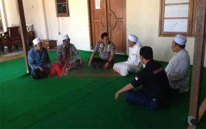 Kapolres Bondowoso, AKBP Afrisal bersama KH Moh Hasan di Ponpes Sayyid Al-Maliki Desa Koncer Kecamatan Tenggarang Bondowoso