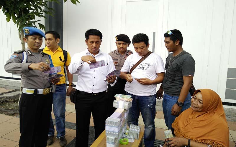 Antisipasi Peredaran Uang Palsu, Petugas Polrestabes Surabaya Lakukan Penyisiran