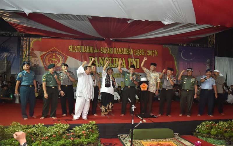 Panglima TNI Ajak Masyarakat Hidup Damai