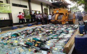 Polres Trenggalek Musnahkan Ratusan Botol Miras