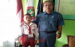 Slamet Wicaksono Peraih Peringkat 4 tingkat Kabupaten Bondowoso Bersama Tia Setiadi Kepala Sekolah SDN Bataan 1 Tenggarang Bondowoso