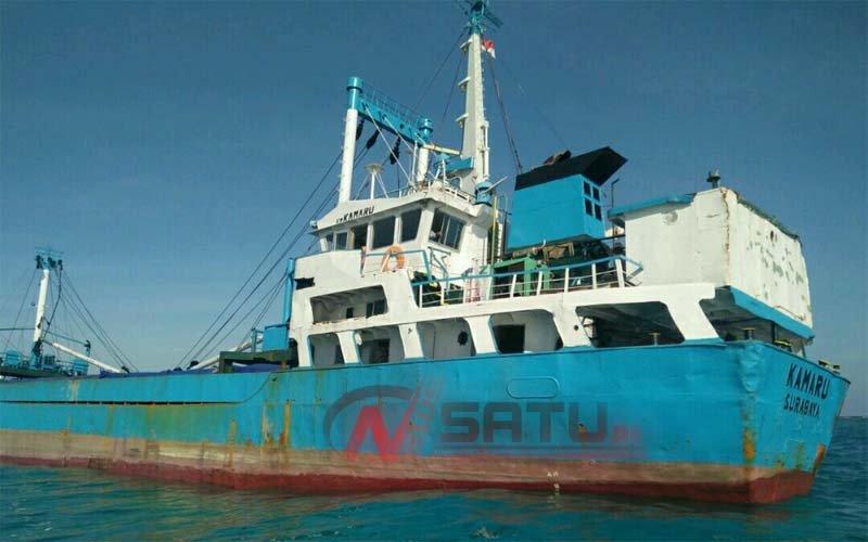 Kapal Motor Kamaru Kandas Di Perairan Pulau Kalosot Sumenep