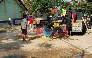 Pemkab Sumenep Tutup Mata, Warga Kangean Gotong Royong Tambal Sulam Jalan