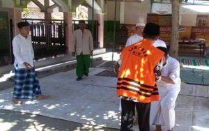 Bupati Pamekasan, Achmad Syafii Pulang Ke Gerbang Salam Dengan Baju Tahanan KPK