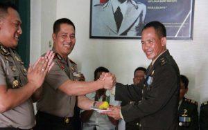 HUT TNI Ke 72, Kapolres Cilacap Beri Kejutan Pada Dandim