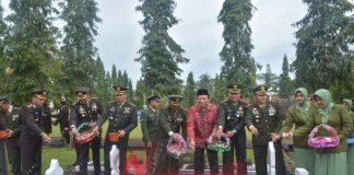 HUT TNI Ke 72, Kasrem 071 Banyumas Ziarah Ke Taman Makam Pahlawan
