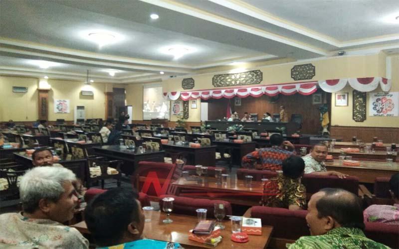 Hanya Dihadiri 13 Anggota Dewan, Rapat Paripurna RAPBD Sumenep Ditunda