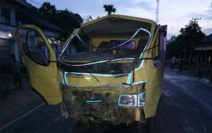 Laka Maut, Dum Truk VS Bus Mini