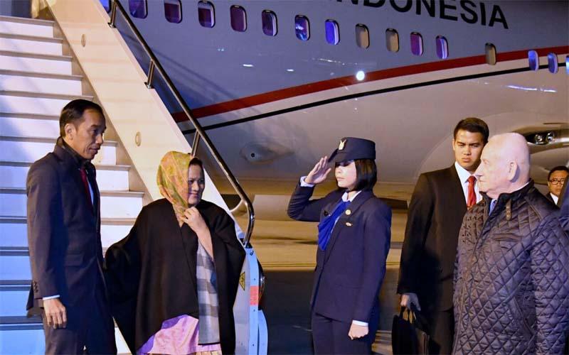 Presiden Jokowi Hadiri KTT Luar Biasa OKI Di Istanbul
