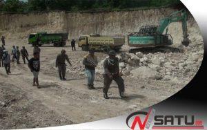 Tak Kantongi Ijin, Satpol PP Provinsi Jatim Hentikan Penambangan Di Sumenep