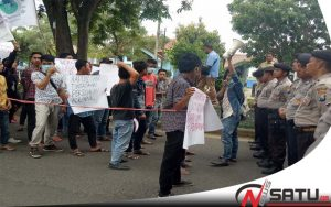 Pelaku Pembunuhan Bebas Berkeliaran, Mahasiswa Kangean Demo Polres Sumenep