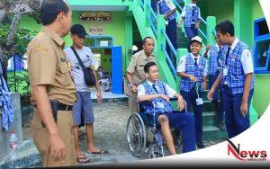 Dua Siswa SMP Negeri 1 Sumenep Ikuti UNBK Gunakan Kursi Roda