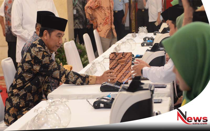 Jokowi Dan JK Bayar Zakat Mal Ke Baznas
