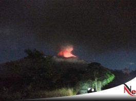 Gunung Agung Bali Keluarkan Asap Dan Abu Vulkanik