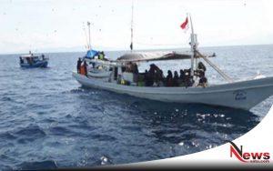 Kapal Nelayan Bermuatan 30 Penumpang Terombang-ambing Di Laut