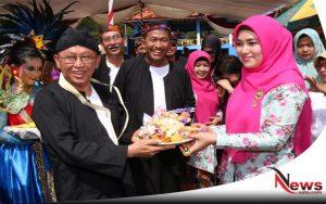 Pemkab Sumenep Gelar Kirab Ketupat Di Pantai Lombang
