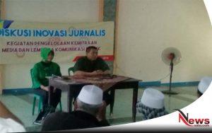 Puluhan Wartawan Bersama Diskominfo Probolinggo Bagi Takjil