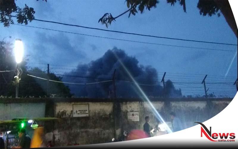 Pabrik Garmen Di Kota Probolinggo Terbakar