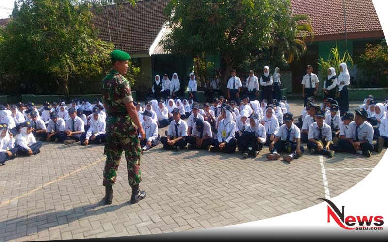 TNI Lamongan Beri Wasbang Pada Siswa Baru SMPN 1 Turi