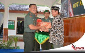 TNI Tuban Rayakan HUT Korem 082 CPYJ Dengan Warga