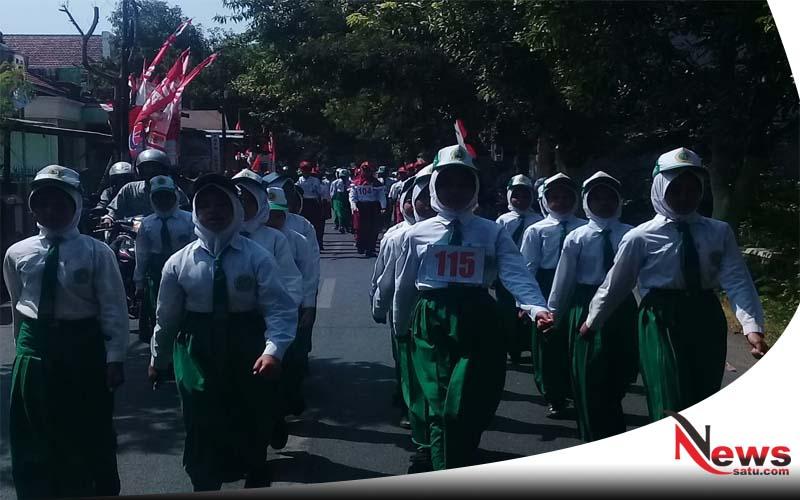 MI Raudlatul Hasaniyah Ikut Meriahkan Gerak Jalan Di Kota Probolinggo
