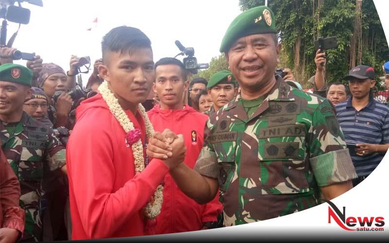 Peraih Medali Emas Cabang Karate Asian Games Disambut Ratusan TNI Kodam V Brawijaya