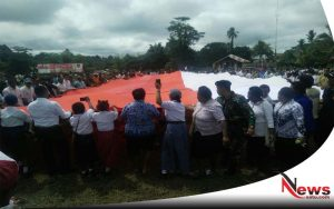 Warga Papua Kibarkan Bendera Merah Putih di Perbatasan