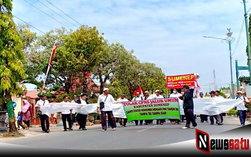 Tolak Rekrutmen CPNS Jalur Umum, Ribuan Tenaga Honorer K2 Demo Kantor Pemkab Sumenep