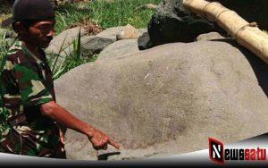 Warga Probolinggo Digegerkan Dengan Penemuan Batu Bertulisan Lafadz Allah Di Sungai