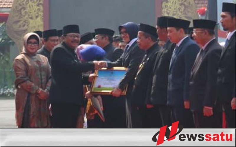 Bupati Probolinggo Terima Penghargaan Desa Tangguh Bencana Dari Pemprov Jatim