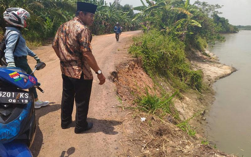 Jalan Penghubung Dua Desa Di Ogan Komering Ilir Terkikis