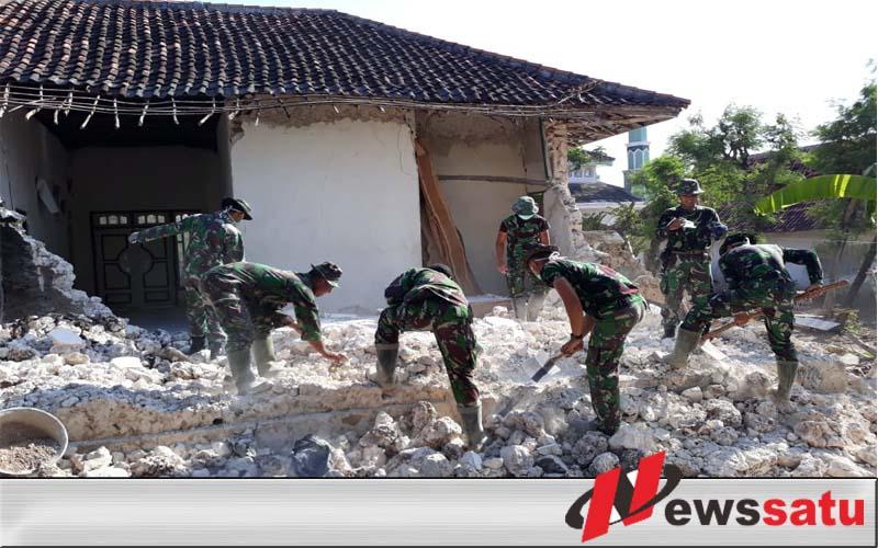 Pasca Gempa, Ini Yang Dilakukan TNI Bersama Masyarakat Sapudi Sumenep