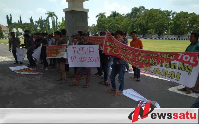 Puluhan Warga Ancam Akan Hentikan Paksa Aktivitas Pembangunan Jalan Tol