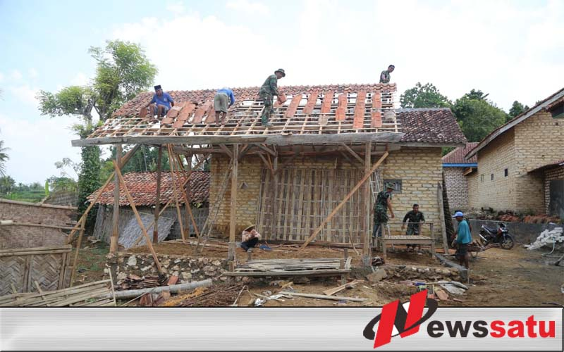 Sertu Riyanto; Bukan Cuma Jago Tempur, Satgas TMMD Harus Jago Bangun Rumah