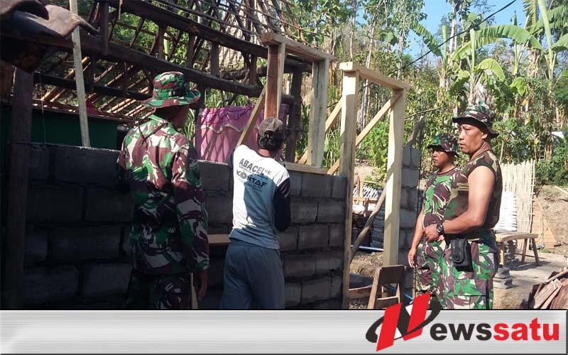 TNI Bongkar Rumah Nenek Di Bondowoso