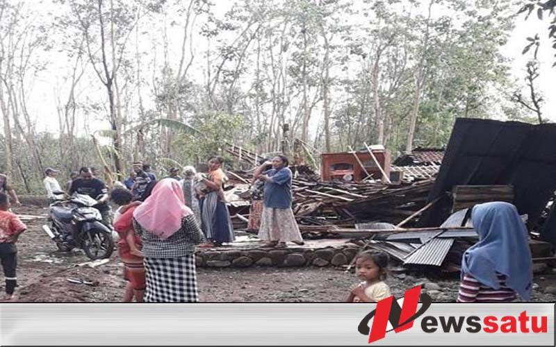 Diterjang Angin Kencang Sejumlah Rumah Warga Di Probolinggo Ambruk