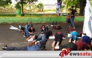 Penanganan Dugaan Korupsi Pasar Pragaan Lamban, FKMS Demo Polres Sumenep