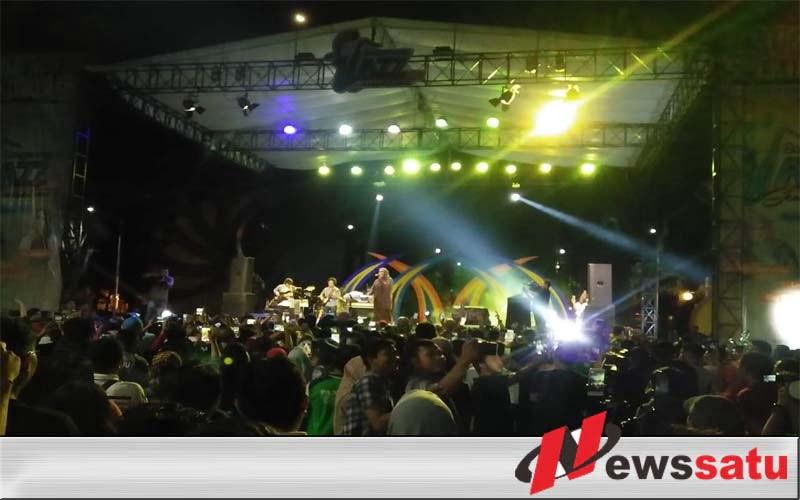 Songennep Jazz Sensation Hibur Warga Sumenep Di Taman Potre Koneng