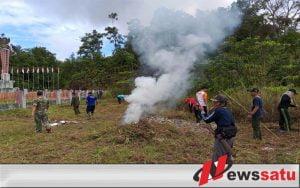 Yonif 511 DY Bersih-Bersih Di Tugu Pancasila Wilayah Perbatasan Kalimantan Barat