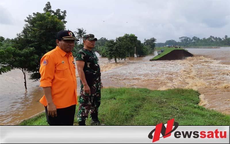 Banjir Bandang, Tim Gabungan Evakuasi Ratusan Warga Ambulu Jember