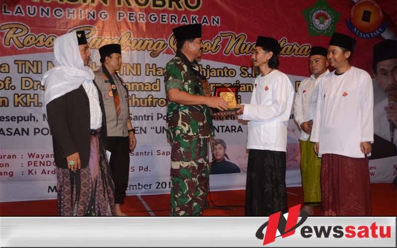 Panglima TNI Kunjungi Ponpes UNIQ Nusantara Di Malang