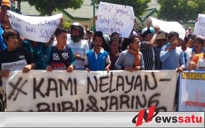 Puluhan Nelayan Demo Di Kantor DPRD Sumenep
