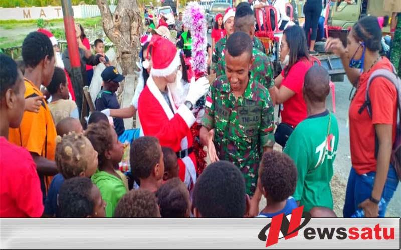 Sambut Natal Satgas Yonmek 521 DY Berbagi Kasih Bersama Warga Merauke