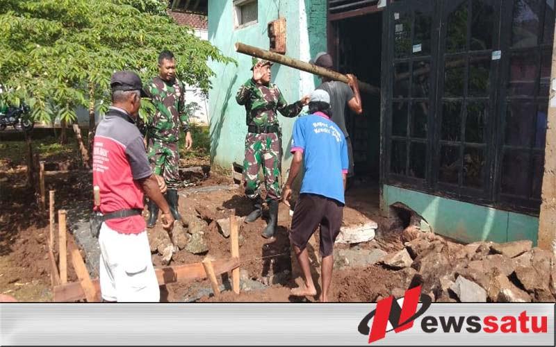TNI Cilacap Bantu Bedah Rumah Warga