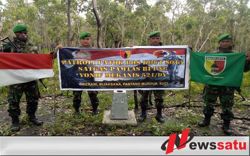 Satgas Pamtas Yonmek 521DY Cek Patok Perbatasan di Wilayah Indonesia-Papua New Guinea