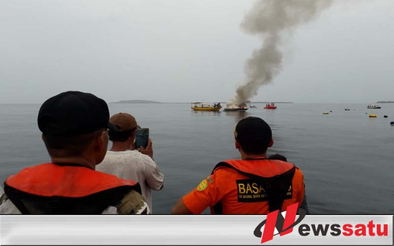 Speed Boat Terbakar Di Perairan Teluk Nare