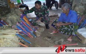 TNI Cilacap Tingkatkan Usaha Industri Pengrajin Sapu