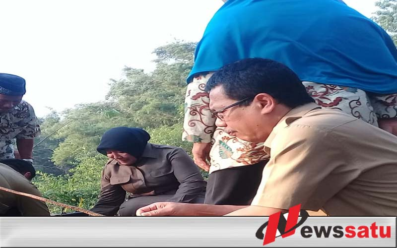 Walikota Probolinggo Beri Kenang-kenangan Di Akhir Jabatannya